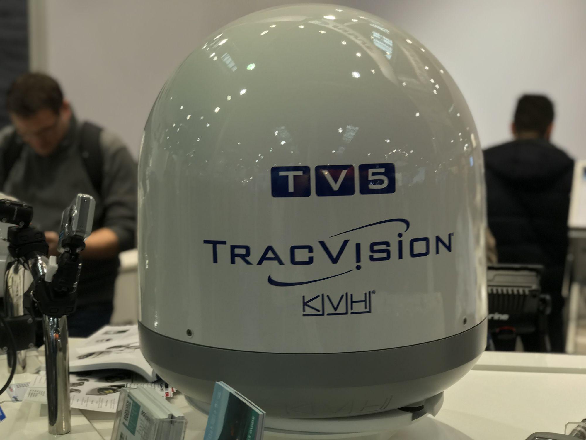 KVH TracVision TV5 mit IP-TV-Hub B & autom. Skew-Einstellung