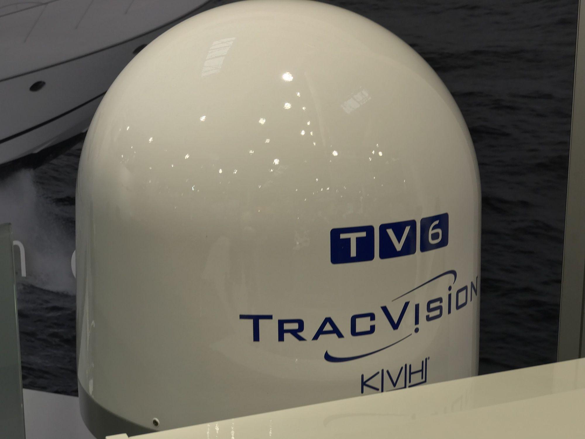 KVH TracVision TV6 mit IP-TV-Hub B & autom. Skew-Einstellung